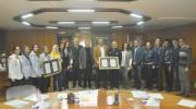 لجنة الكشافة والمرشدات تسلم مجلس الإدارة وسام الإستحقاق الكشفي