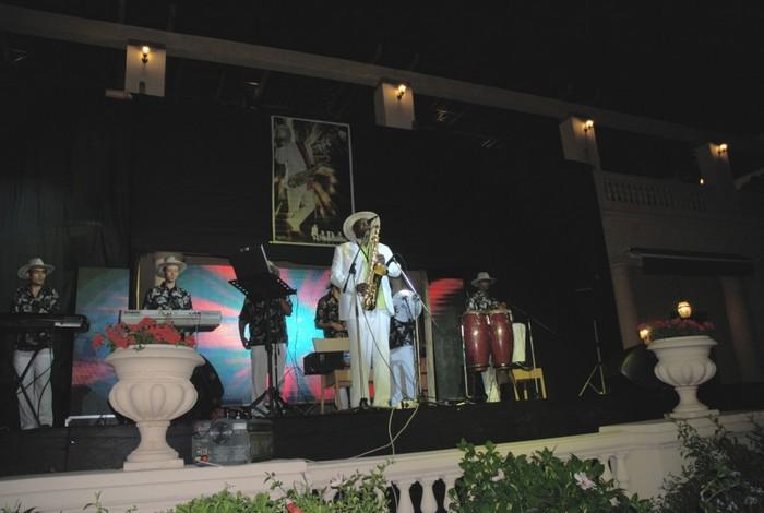عازف الساكس الفنان محمد ادم 6-5-2011- لجنة الحفلات